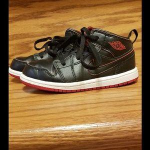 Nike Shoes - Kids Air Jordan 1 Mid